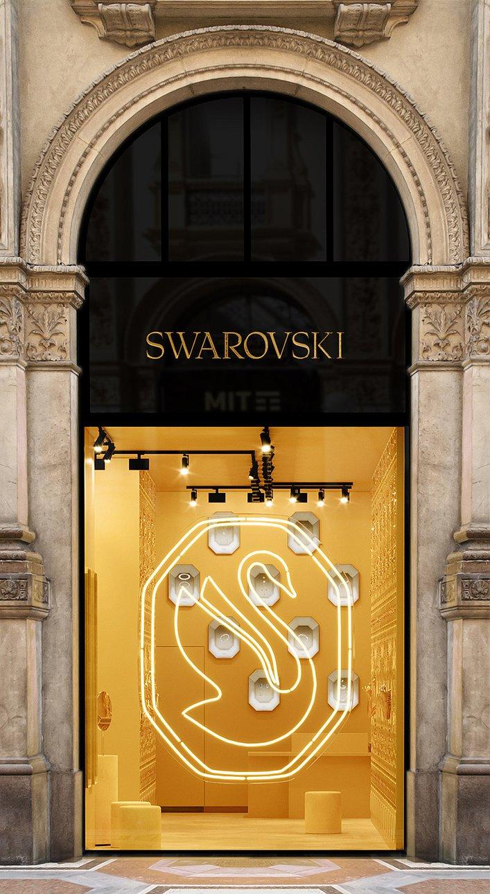 Обновленный символ Swarovski в витрине бутика в Милане. Фото: Swarovski