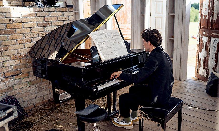 Пианист Дмитрий Баталов в «Ротонде». Фото: Рустам Шагиморданов